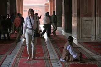 Photo: Temppeleissä kuljettiin avojaloin