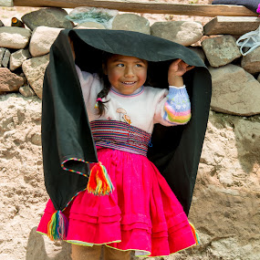 puno girl by Hezi Shohat - Babies & Children Child Portraits ( peru, puno, 17-55, titicaca, nikon )
