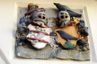 Photo: Allianzwappen des Christoph Truchseß v. Pommersfelden und seiner Gemahlin Elisabeth, geb. Rabenstein, am Truchseßhöflein, Domgasse 13 in Bamberg. Hans Werner zugeschrieben.