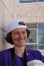 Photo: Distribution des casquettes... aux animateurs aussi