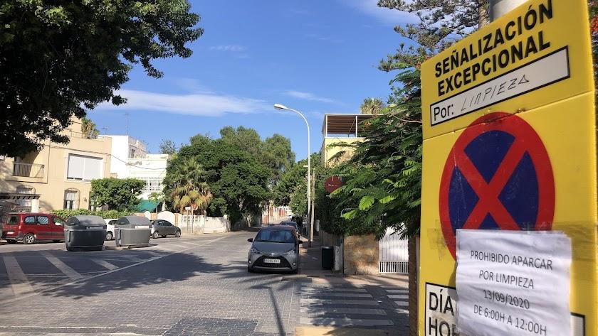 Limpieza del barrio de Ciudad Jardín.