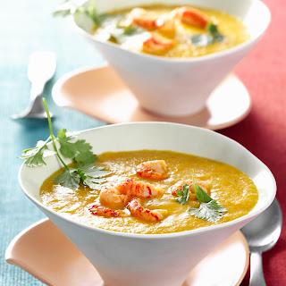 Exotische Papaya-Möhren-Suppe mit Flusskrebsen