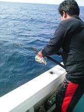 """Photo: はい! 最近、本当によく釣る""""井手さん""""にもヒット! 今日は、橋本真也の破壊王スタイルで!"""