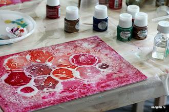 Photo: Роспись красками по застывшей смоле-глазури Pebeo