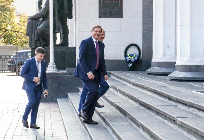 Сергей Шахов (в центре)