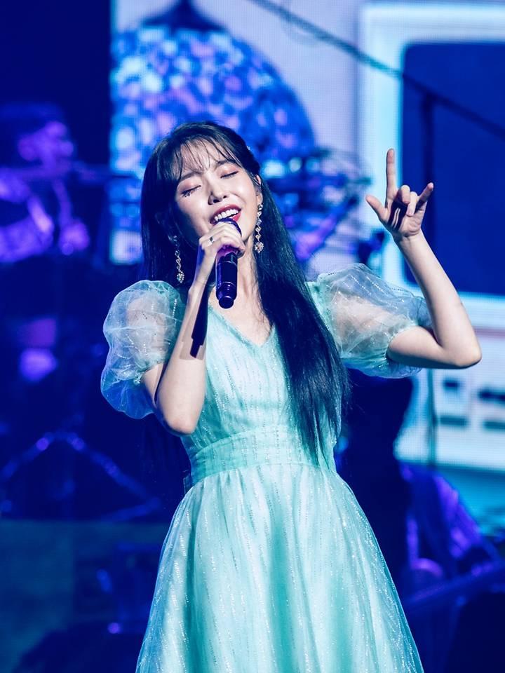 iu-love--poem-concert-20192