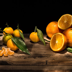 oranges by Giorgio Baruffi - Food & Drink Fruits & Vegetables ( agrumi, clementine, light painting, oranges, arance )