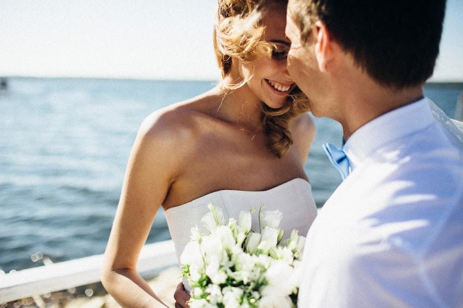 Wedding photographer Vasiliy Tikhomirov (BoraBora). Photo of 14.06.2014