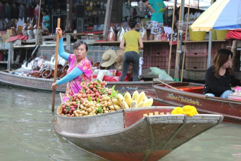 mercato galleggiante della frutta di robi alvis
