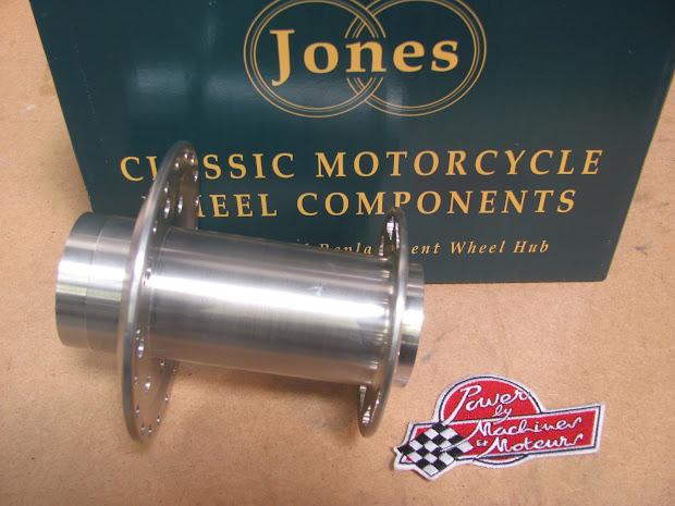 Moyeu arrière pour Triumph Bonneville en aluminium taillé dans la masse.