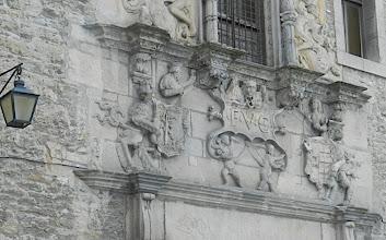 Photo: 9h35 De belles bâtisses dans la ville siège du gouvernement et du parlement basque autonome (232477 h, altitude 530 ms). Le reste de la province ne compte que 50.000 h!!