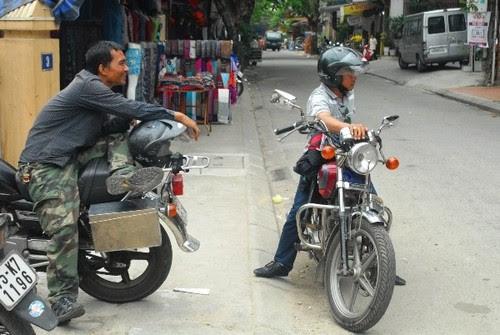 Du lịch Huế cùng easy rider 2