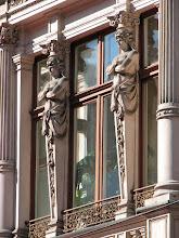 Photo: Kariatydy przy oknach - Kamienica Hermana Konstadta - ul. Piotrkowska 53