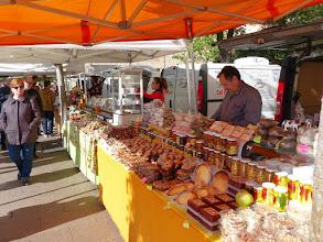 Photo: Pequeño mercadillo donde venden mató,miel,dulces y todo tipos de dulces.