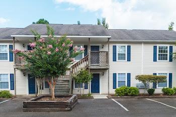 Go to Iron Horse Apartments website