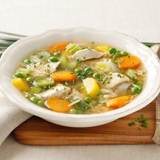 Hühner-Suppentopf mit Gemüse und Suppennudeln