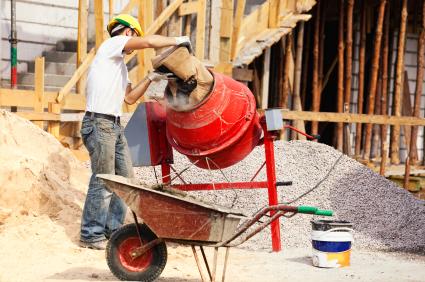 Mieszanie składników w betoniarce