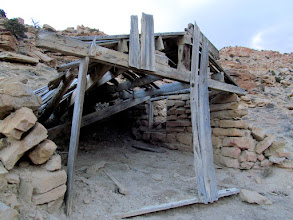 Photo: Old building in Willow Springs Wash
