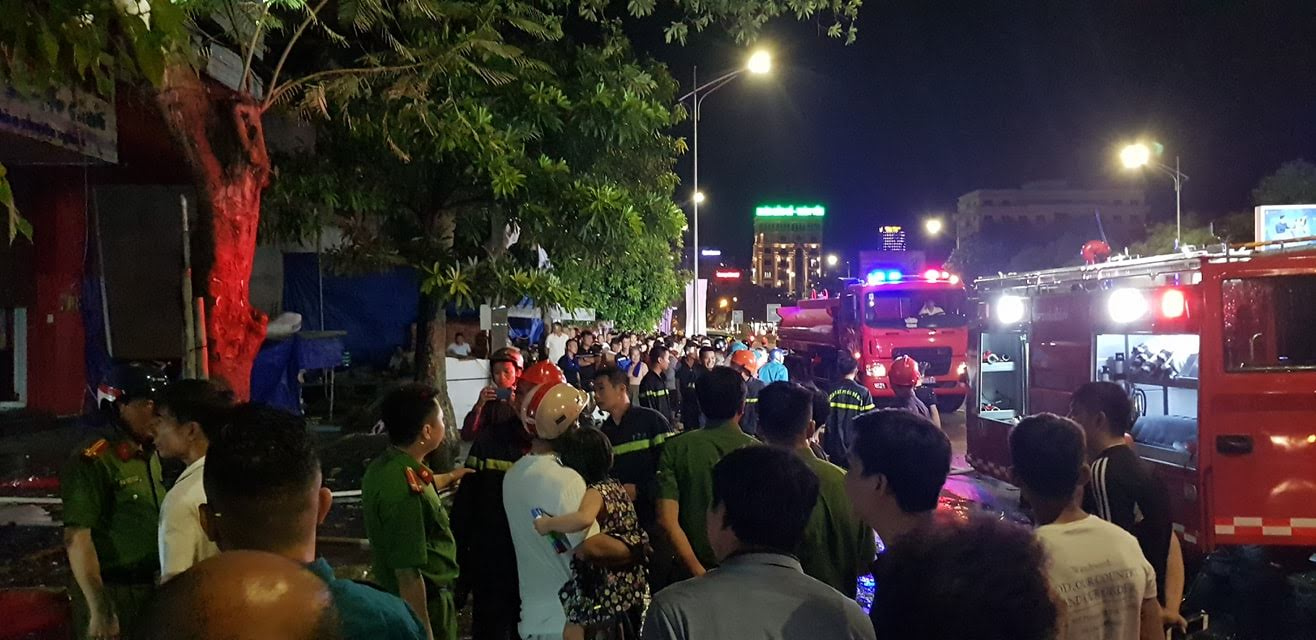 Cảnh sát PCCC đã kịp thời khống chế ngọn lửa, không để lan sang nhà khác