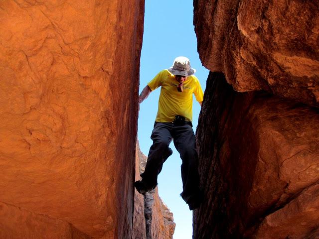 Downclimbing a crack