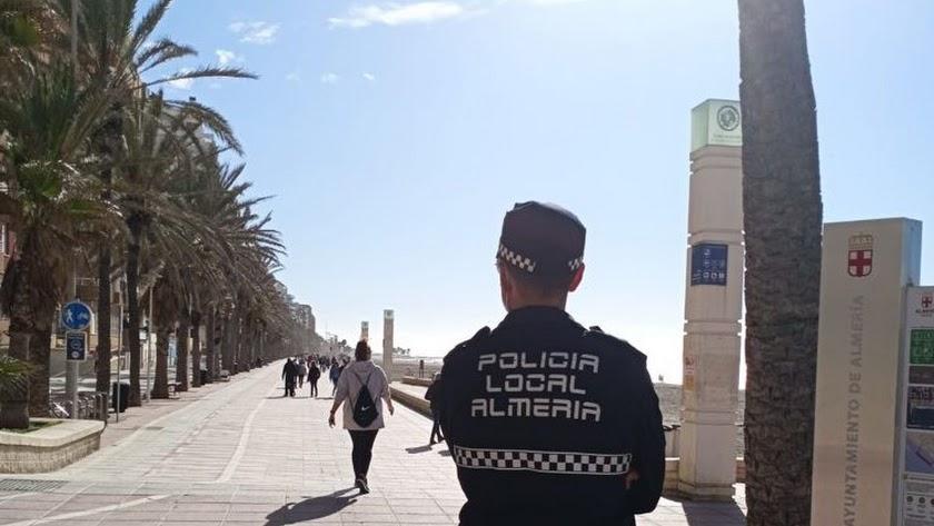 La Policía Local tuvo un intenso sábado en el Paseo Marítimo.