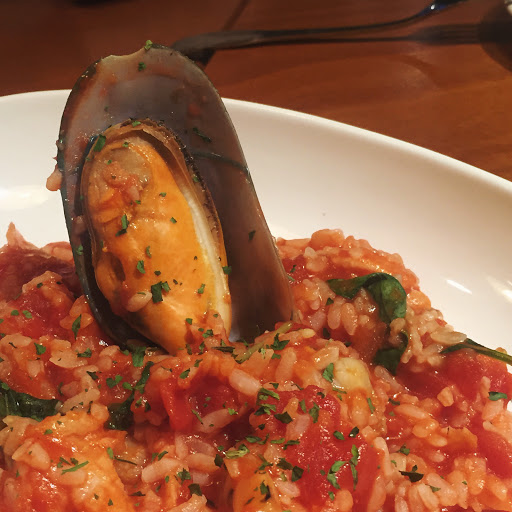 黑松露蛤蜊奶油意麵不錯吃 適合聚餐
