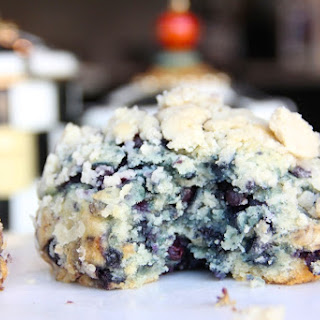 285-Calorie Giant Blueberry Streusel Muffin.