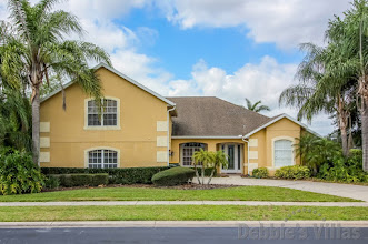 Orlando villa close to Disney, gated community, lake view pool and spa, home cinema, games room
