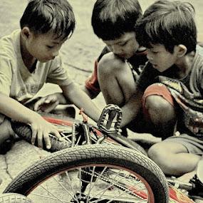 Repairing by Dody Isnanto - Babies & Children Children Candids