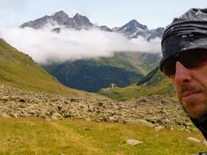 Photo: Dal Ref Pombie, la discesa verso la Val d'Ossau e la risalita al Col d'Arrious: è ancora lunga!