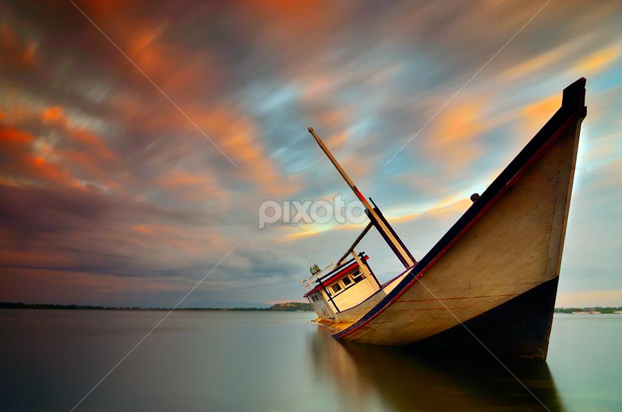 Strended by Didik Mahsyar - Transportation Boats
