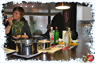 Photo: De jenever, warme chocomelk, gluhwein en cake werden zeker gesmaakt.