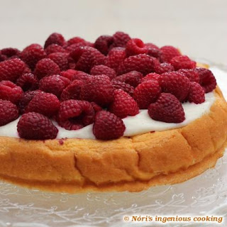 Quick Vanilla Sponge Cake With Fresh Raspberries (sugar-, Gluten- And Dairy-free Recipe).