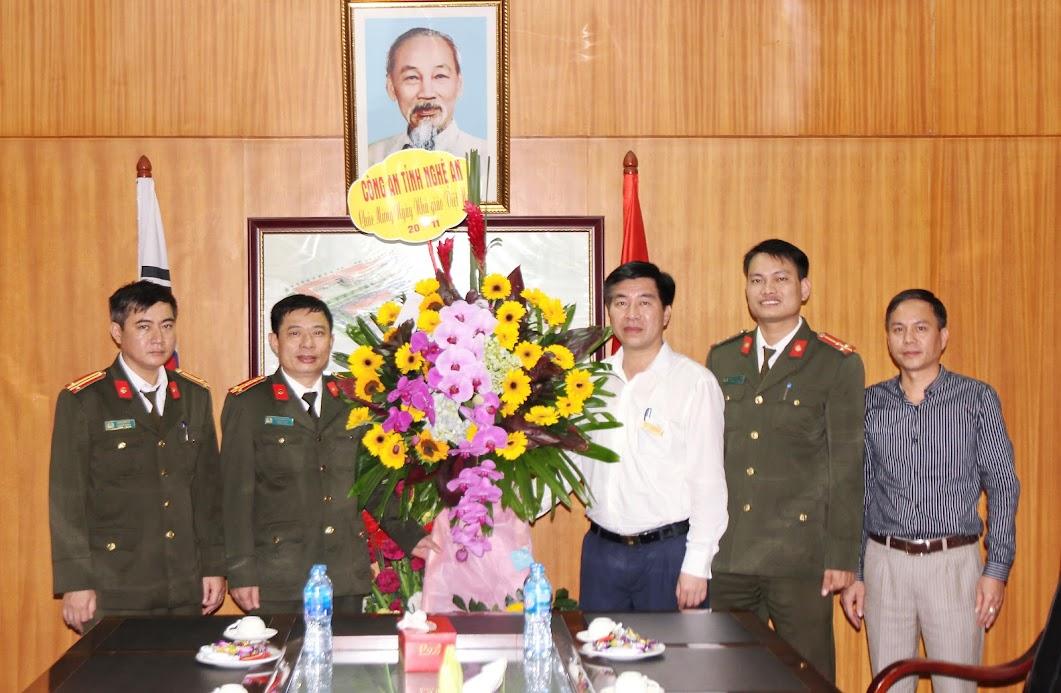 Tặng hoa chúc mừng Trường CĐ Việt – Hàn