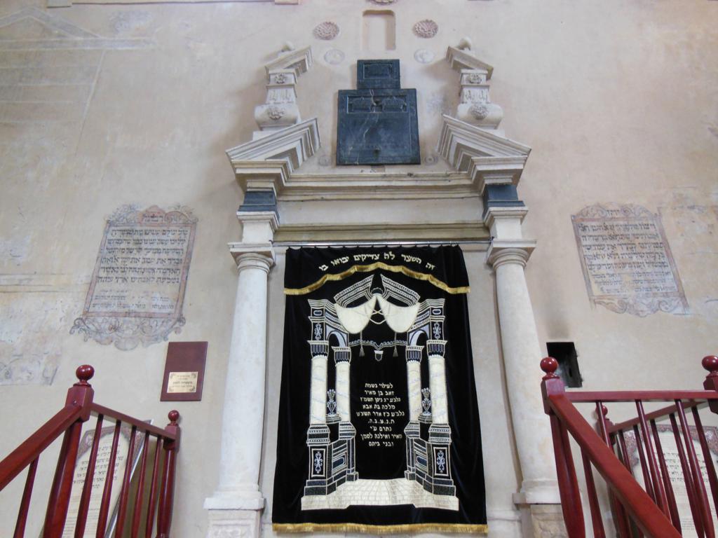 Interior de la sinagoga Isaac.