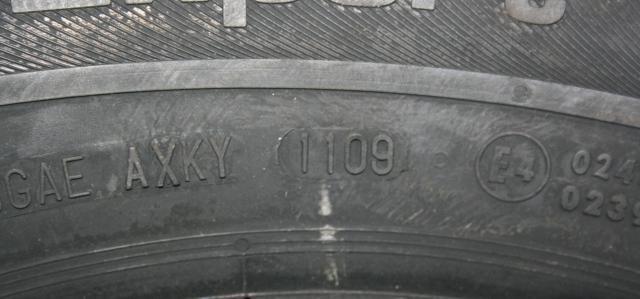 Data produkcji zawsze znajduje się na boku opony.