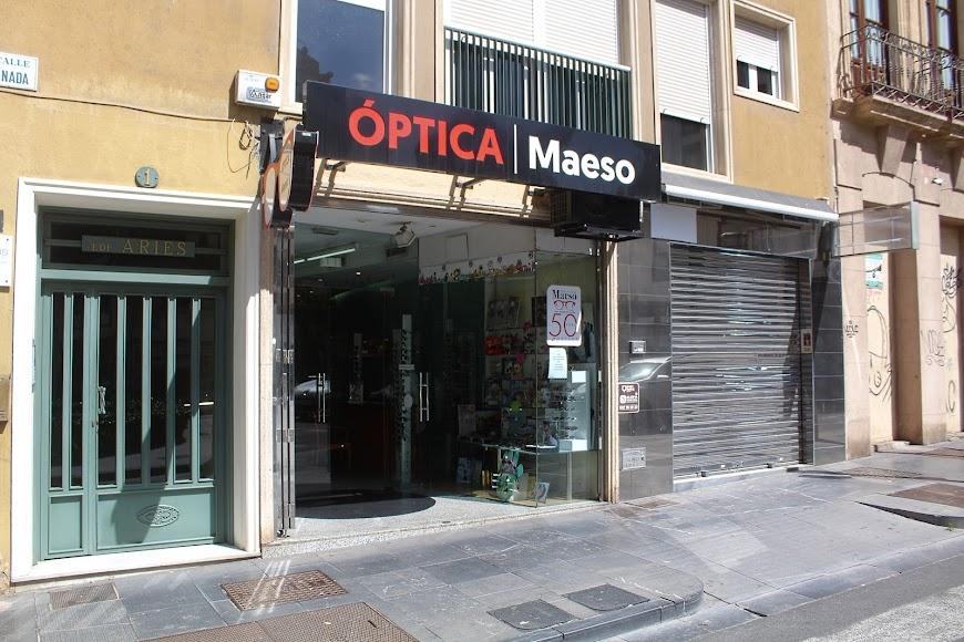Óptica Maeso en calle Granada junto Plaza San Sebastián.