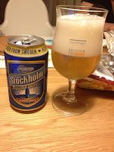 Photo: スウェーデンのストックホルムビール。これもIKEAで買ってきてもらった。こちらはわずかながら酵母っぽい香りもして軽めながらそれなりに楽しめる。