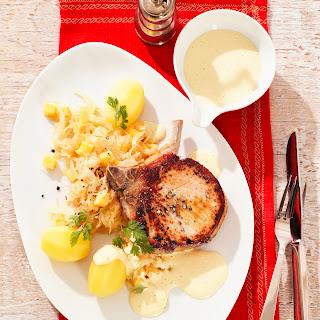 Kasseler Kotelett mit Sauerkraut und Weinsauce