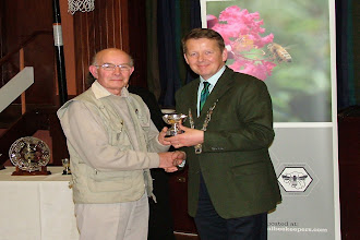 Photo: President Bill Turnbull presenting John Eaton with a trophy for his winning exhibit.