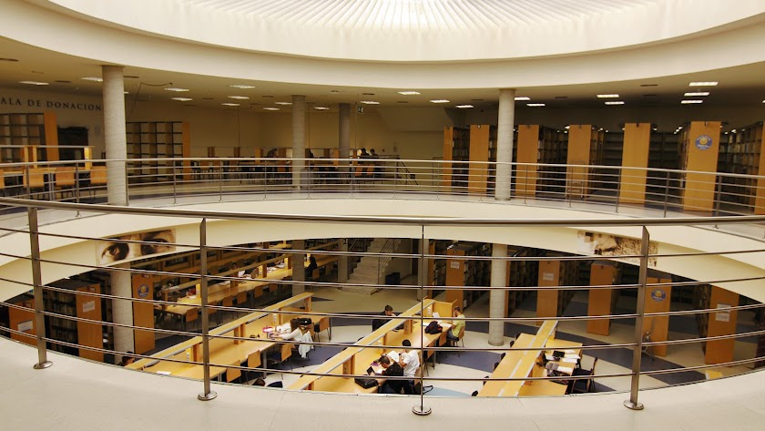 Interior de la Biblioteca de la UAL.