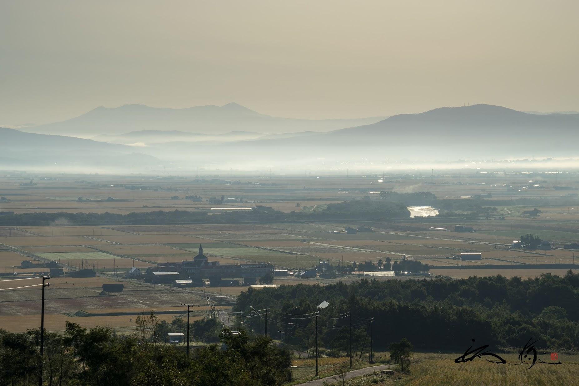 朝霧に包まれた町