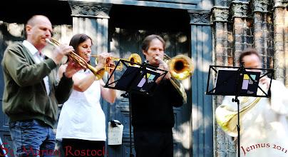Photo: Strassenmusik vor St. Marien Kirche Rostock