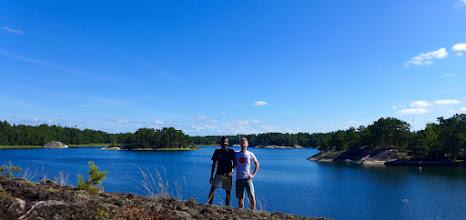 Photo: Chilu and me near the Ingmarsö-Finnhamn channel