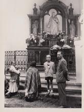 Photo: Stanisław Skowron - kierownik szkoły w Rogoźniku / w latach 1954 - 1972 / przed ołtarzem polowym w Ludźmierzu.  Zdjęcie udostępnił ks. Paweł Skowron.