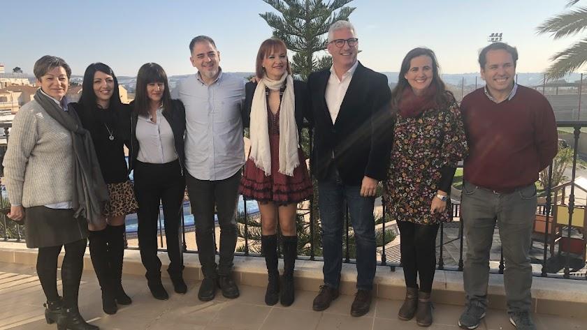 El equipo de gobierno del Ayuntamiento de Huércal de Almería y la Asociación Altea.