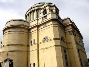 Photo: A mai, ötkupolás épület klasszicista realizmusával tárul elénk.