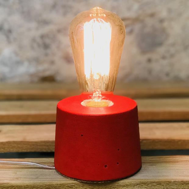 lampe béton rouge design fait-main création made in france