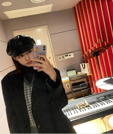 nayeon mirror 8