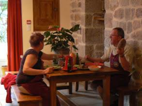 Photo: les délicieux propriétaires prennent le repas : maestria pour la préparation de l' aligot ( tomme fraiche de 4 à 6 jours + pomme de terre)